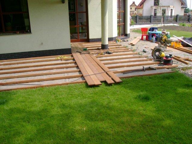 Krzept w budowa tarasu z deski tarasowej bangkirai na - Pavimento in legno per giardino ...